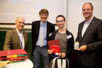 Thomas Götsch being presented with the IUPAC Poster Prize